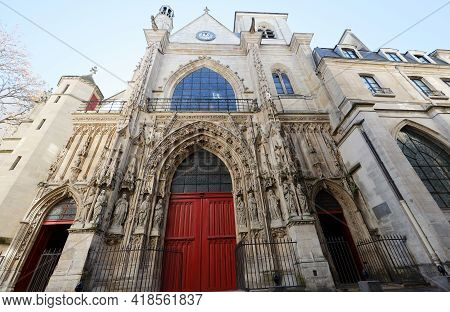 The Church Of Saint-merri Is A Parish Church In Paris, Located Along The Busy Street Rue Saint Marti