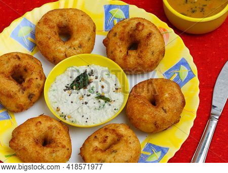 South Indian Sambar Vada Also Known As Medu Vada, A Popular Indian Food Delicacy  In Served In Asia.