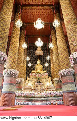 Bangkok, Thailand April 5, 2019 - Beautiful Buddha Statue In Wat Hong Rattanaram Ratchaworawihan Pub