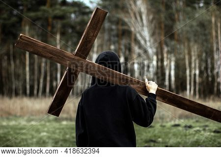 The Girl Carries The Cross. Carry The Cross. Man Believes In God. Hope In God.