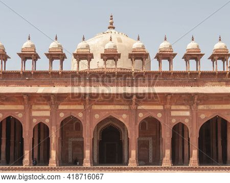 Fatephur Sikri, India- March, 27, 2019: Colonnade And Domed Canopies Of Jama Masjid Mosque
