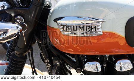 Bordeaux , Aquitaine France - 04 22 2021 : Triumph Bonneville T100 Bonnie Detail Sign Text And Brand