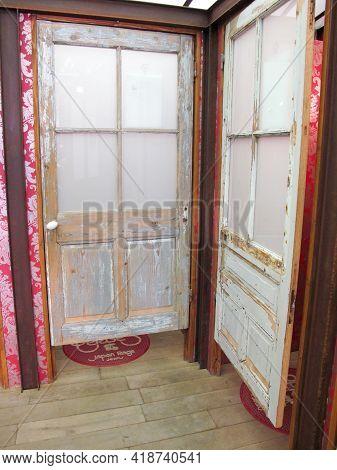 Bordeaux , Aquitaine France - 04 22 2021 : Le Temps Des Cerises French Clothing Changing Room Interi