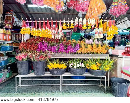 Chon Buri, Thailand - April 1, 2018 : Flower, Garland And Offering Product For Use In Buddhism And T