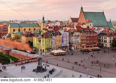 Warsaw, Poland - October 15, 2019: Sightseeing Of Poland. Cityscape Of Warsaw. Castle Square In Wars