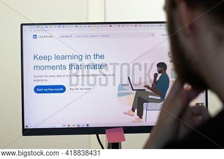New York, Usa - 26 April 2021: Linkedin Learning Website Page On Screen, Man Using Service, Illustra