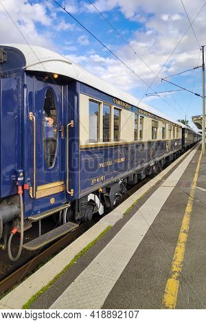 Chantilly, France - September 22 2019: The Venice Simplon-orient-express, Or Vsoe, Is A Private Luxu