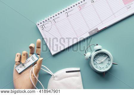 Week Planner, Chnelltest, Rapid Corona Test In German Language. Week Planner Calendar And Pp2 Medica