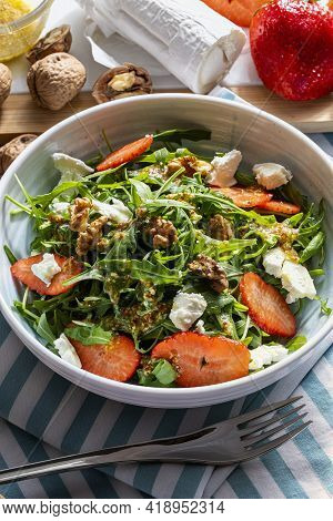 Vegetarian And Healthy Salad Of Green, Natural, Raw And Freshly Cut Arugula (rúgula) Sprouts And Lea