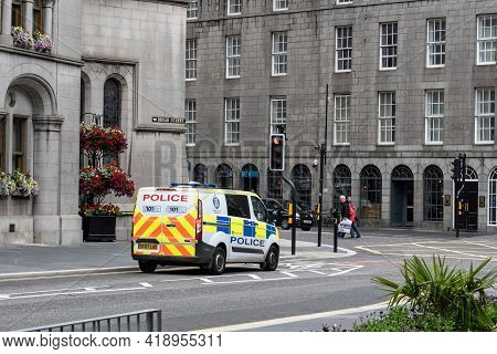 Aberdeen, Scotland - August 11, 2019: Ford Transit Custom Police Van In Front Of Aberdeen Town House