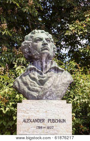 WEIMAR, GERMANY - AUG 7, 2013: bronce of author  Alexander Puschkin in Weimar