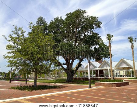 Kissimmee Lakefront Park - Central Square