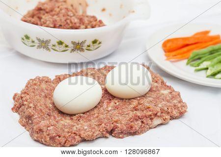 Stuffed meatloaf preparation : filling the Egg and Vegetables stuffed meatloaf