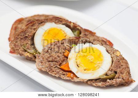 Stuffed meatloaf preparation : Egg and Vegetables stuffed meatloaf Slices
