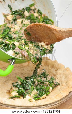 Quiche lorraine preparation : Filling the spinach and tuna quiche lorraine