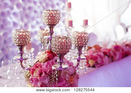 Nice wedding table decoration with pink flowers