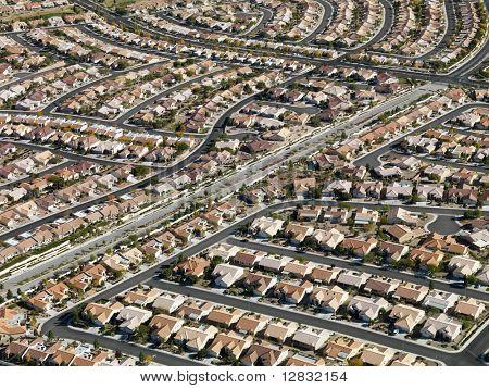 Vista aérea do bairro suburbano a expansão urbana em Las Vegas, Nevada.