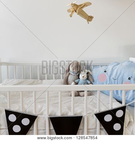 White Crib For Newborn Baby
