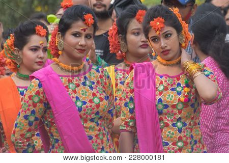 Kolkata , India - March 12, 2017: Expressions Of Young Girl Dancers , Dressed In Sari (traditional I