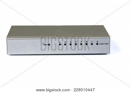 A 10 100 Mbit Network Swtich For Home Use