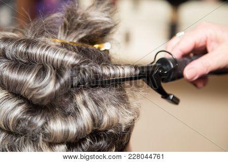 Wrap Hair Curling In A Beauty Salon .