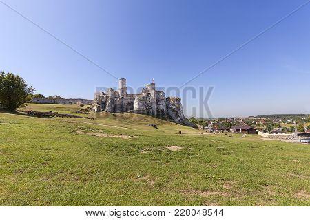 Podzamcze, Poland - August 31, 2017: Ruins Of  Medieval Castle, Ogrodzieniec Castle. The Castle Is S