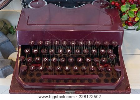 Retro Old Typewriter With Paper On Wooden Table Front White Wall Background