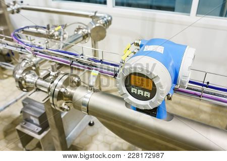 Modern Devices Measure The Flow Of Fluids Allow Efficient Use Of Natural Resources/modern Device Mea