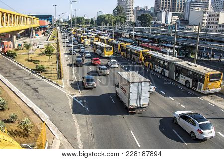 Sao Paulo, Sp, Brazil, December 14, 2017. Transit Of Vehicles In The Avenue Of The State Next To The
