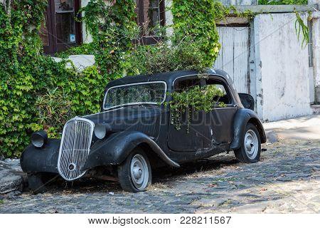 Colonia Del Sacramento, Uruguay - February 03, 2018: Old Car Parked In Historic Quarter In Colonia D