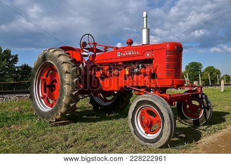 Rollag, Minnesota, Sept 2, 2017:  The Farmall H Tractor Is Displayed At The Annual Wcstr Farm Show I