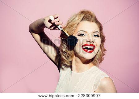 Sensual Blond Girl With Elegant Makeup, Pinup. Sensual Girl With Red Lips And Blond Hair Hold Make U