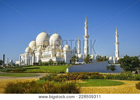 Imposing Sheikh Zayed Grand Mosque In Abu Dhabi 23