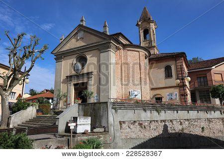 Barbaresco, Italy - May 29, 2016: The Communal Vinothek (wine House) In Barbaresco In The Area Of La