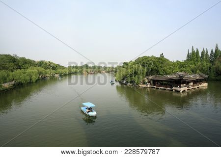 Yangzhou City, China - Apr 30, 2009: Tourists Boating In The Slender West Lake Park In Yangzhou City