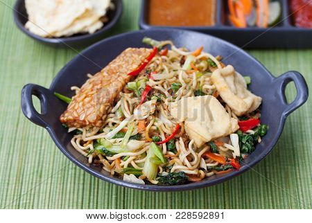 Mi Goreng,mee Goreng Indonesian Cuisine, Spicy Stir Fried Noodles With Tempeh And Assortment Of Asia