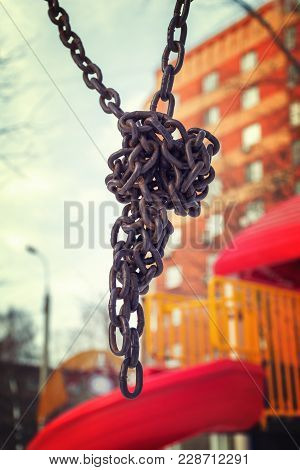 Centered Metal Chain Knot Old Styled In Outdoor