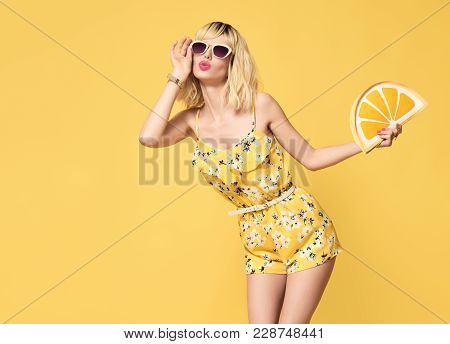 Fashionable Blond Model With Kiss Face, Trendy Sunglasses. Stylish Glamour Fashion Woman Having Fun