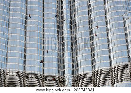 Dubai, Uae - November 19: The Window Cleaning By Workers On Burj Khalifa Skyscraper. It Is The World