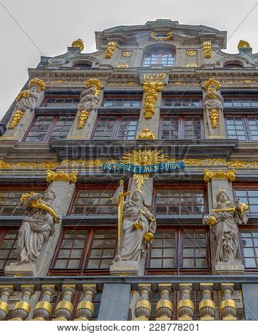 Brussels, Belgium - October 15, 2015:spectacular Facade Of The Guilds Of Brussels Located On Grand P