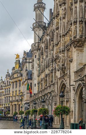 Brussels, Belgium - October 15, 2015: Grand Place-grote Markt With One Part Of Town Hall And Guild H