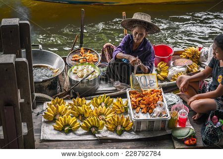 Bangkok Thailand - October 08: Old Women Trader Fried Fried Banana For Sell In The Boat At Former Ti