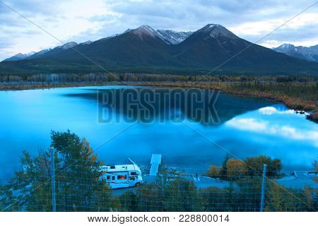 Vermilion lakes near Banff city in night time