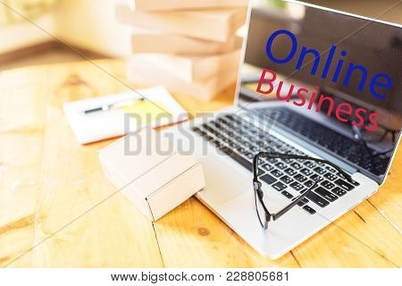 Working Desk Online Business. Business Online.online Business / Internet Business Concept Note On La