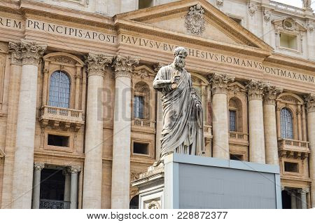 St Peter's Statue And St Peter's Basilica, Vatican