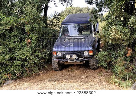 Cabrieres, France - October 14, 2017: Range Rover Going Down A Small Path In A Wooded Passage