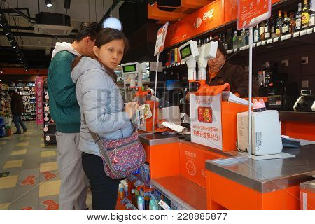 Shanghai, China-jan 08, 2018: Customer Check Out And Pay At The Cashier Counter At One Of The Conven