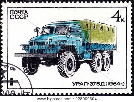 Ussr - Circa 1986: A Stamp Printed In In The Ussr Shows Truck Ural-375D - 1964, Circa 1986
