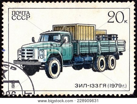 Ussr - Circa 1986: A Stamp Printed In In The Ussr Shows Truck Zil-133Gya - 1979, Circa 1986