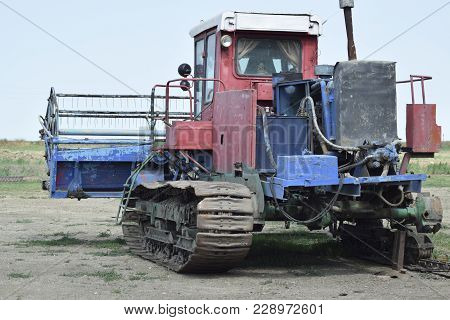 Combine Harvesters Agricultural Machinery Old Rusty Combine Harvester. Rice Header Combine Harvester